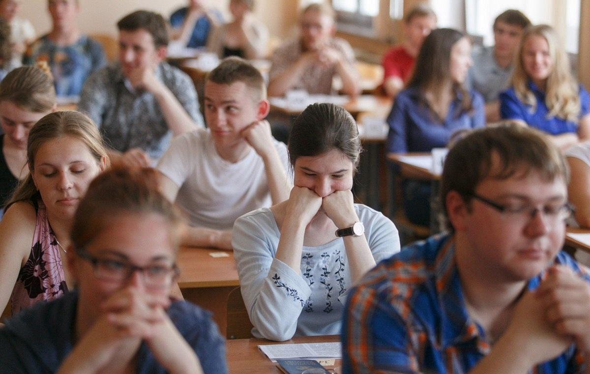 Школьники в школе