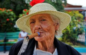 бабуля с сигарой